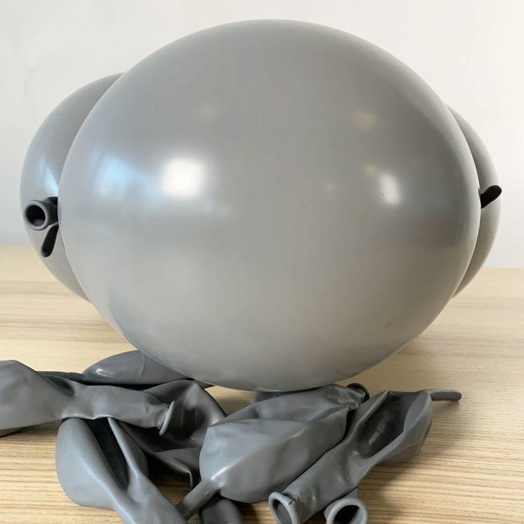 ballon construction gris gonflé