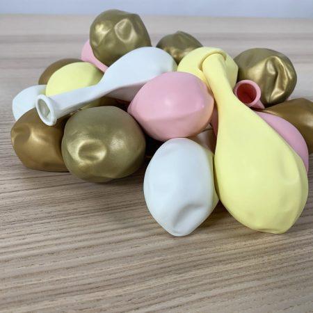 pochette 20 ballons 30cm jaune, rose, blanc et or