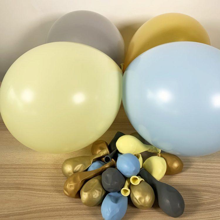 20 ballons Bleu Jaune Or Gris gonflés